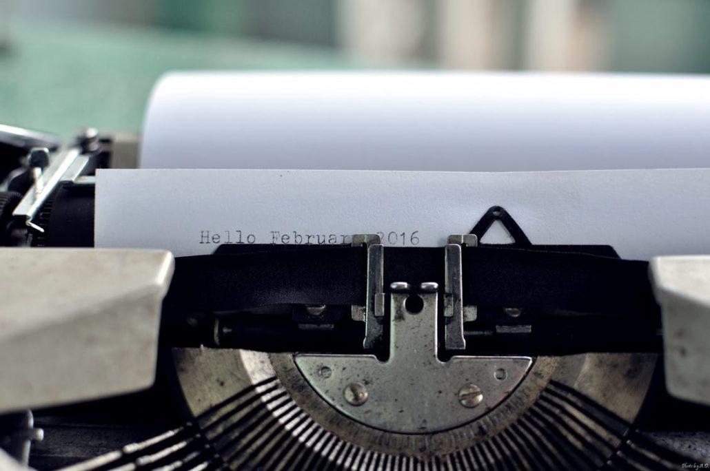 Skriver tekst til sin hjemmeside